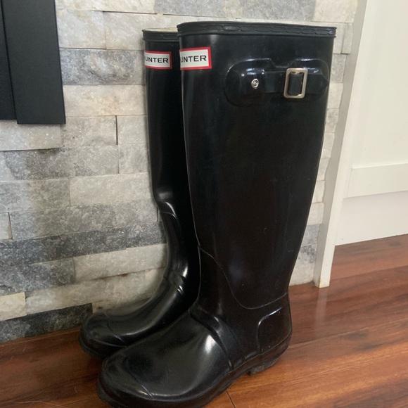 Hunter Shoes - Women's black gloss Hunter Tall Rain Boots.